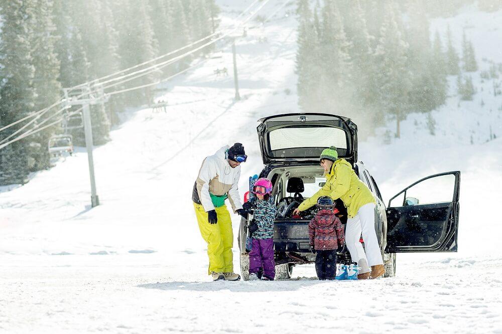 samochód w zimie